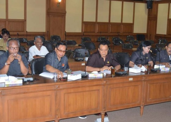 Nusabali.com - komisi-iv-minta-sekolah-swasta-diberdayakan