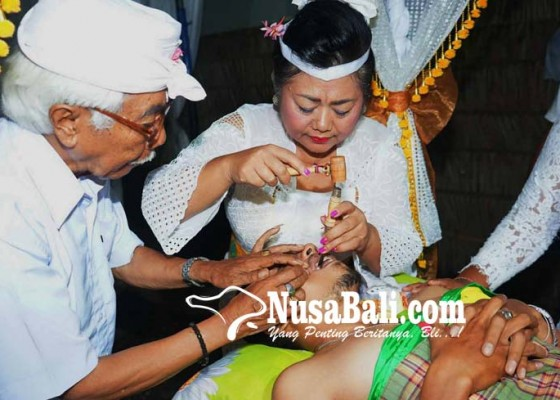 Nusabali.com - jadi-sangging-dadakan-bupati-mas-sumatri-gemetar