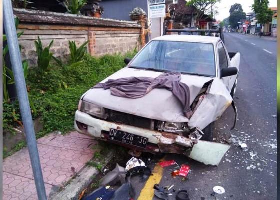 Nusabali.com - nabrak-pick-up-parkir-pelajar-sekarat