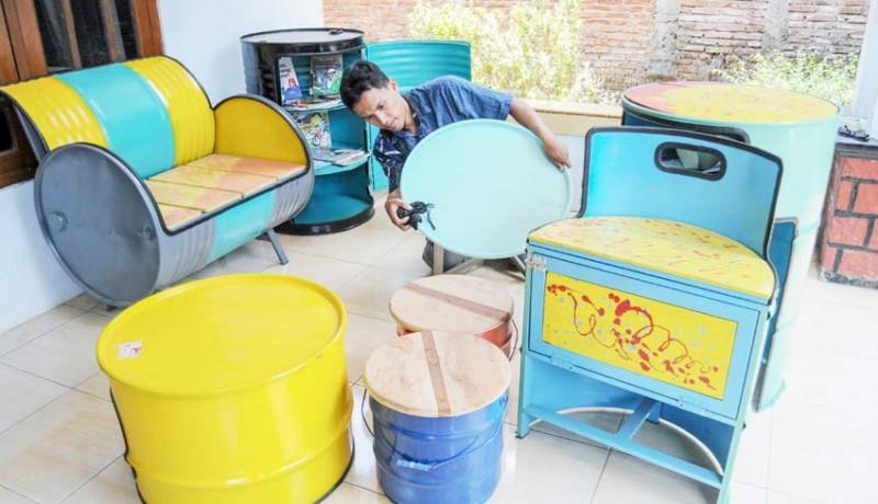 www.nusabali.com-kerajinan-meja-kursi-berbahan-limbah-drum