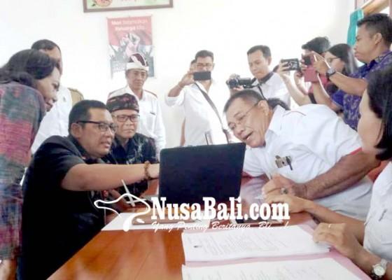 Nusabali.com - wabup-dan-ketua-dprd-cek-dpt-ke-kantor-camat