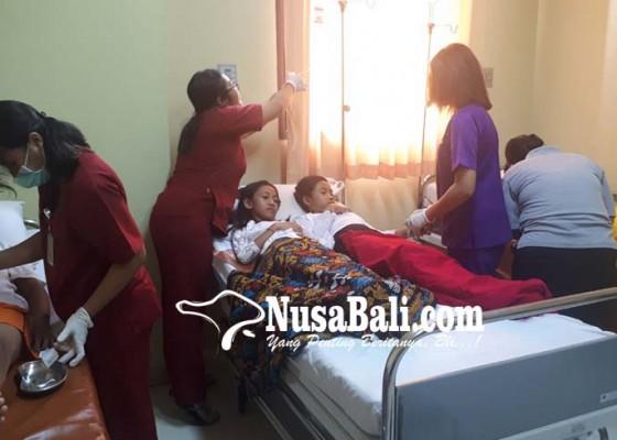 Nusabali.com - 14-murid-sdn-1-abiansemal-dauh-yeh-cani-keracunan