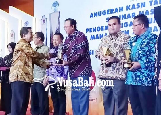Nusabali.com - buleleng-terima-anugerah-kasn-award