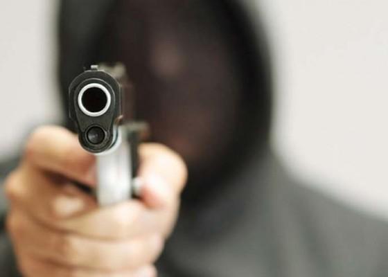 Nusabali.com - fx-ong-tembak-keluarganya-sebelum-bunuh-diri