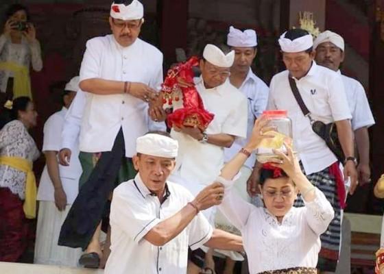 Nusabali.com - gubernur-nedunang-keris-peninggalan-raja-badung