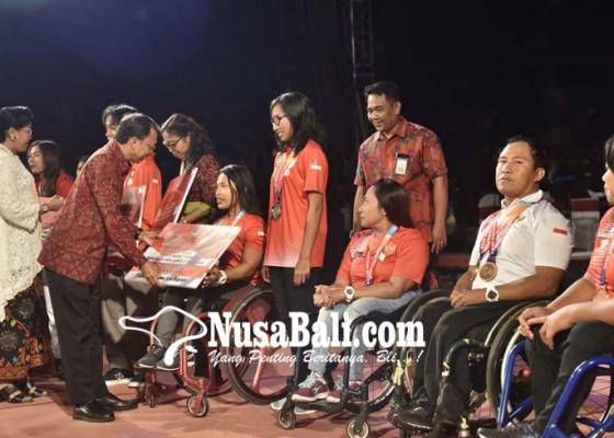 Nusabali.com - semalam-diserahkan-penghargaan-bagi-pemuda-bali-berprestasi