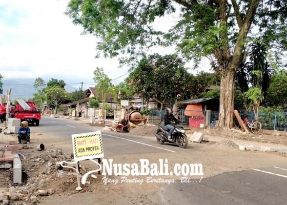 Nusabali.com - warga-keluhkan-proyek-drainase-di-jalan-menuju-rumah-sakit
