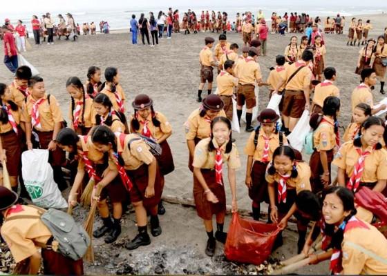 Nusabali.com - sambut-ooc-tabanan-bersihkan-pantai-kedungu