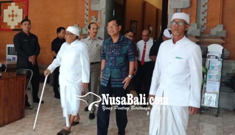 www.nusabali.com-bupati-dan-prajuru-adat-bahas-bandara-buleleng