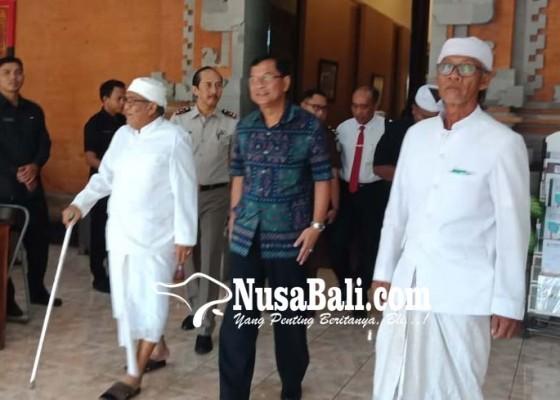 Nusabali.com - bupati-dan-prajuru-adat-bahas-bandara-buleleng