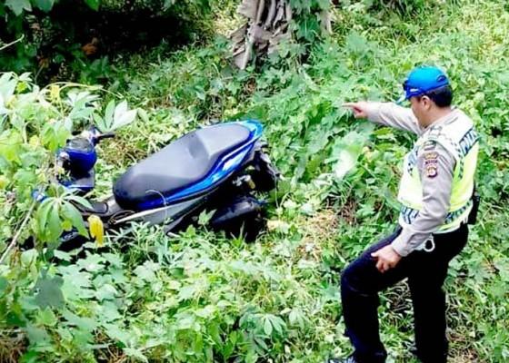 Nusabali.com - ngantuk-pemotor-jatuh-di-tegalan-sedalam-3-meter
