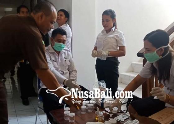 Nusabali.com - bnnk-test-urine-kejaksaan-singaraja