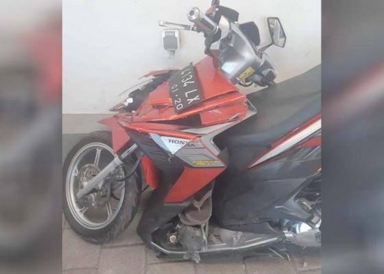 Nusabali.com - motor-tabrak-mobil-di-pintu-tol-nusa-dua