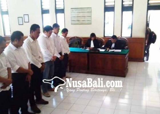 Nusabali.com - enam-penyelundup-lobster-divonis-20-bulan