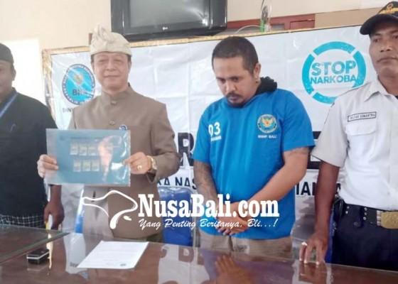 Nusabali.com - pengedar-shabu-menyerahkan-diri