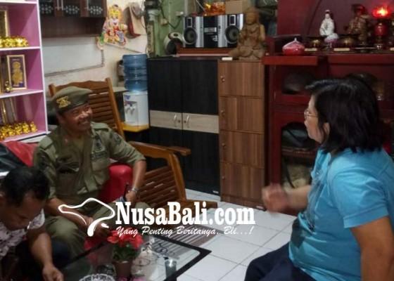 Nusabali.com - satpol-pp-denpasar-sidak-empat-toko-tiongkok