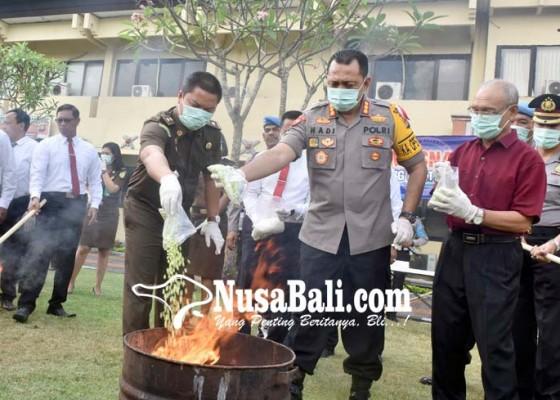 Nusabali.com - sekilo-shabu-dan-ribuan-ekstasi-dimusnahkan