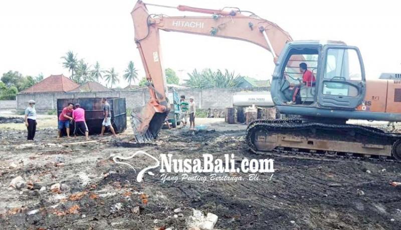 www.nusabali.com-pol-pp-bongkar-pabrik-minyak-ikan