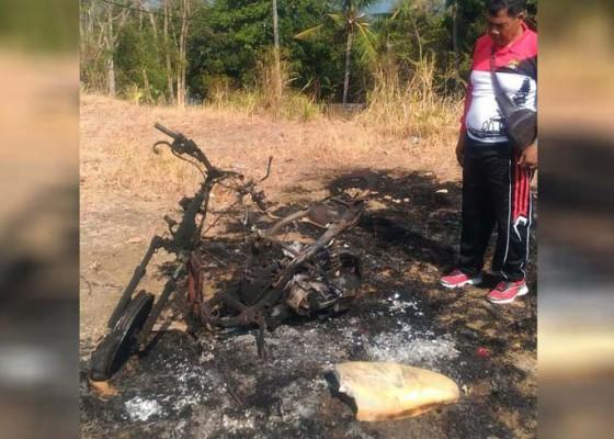 Nusabali.com - kepergok-motor-maling-di-kayuputih-melaka-dibakar