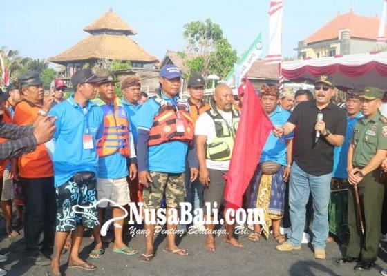 Nusabali.com - nelayan-gianyar-mancing-di-laut