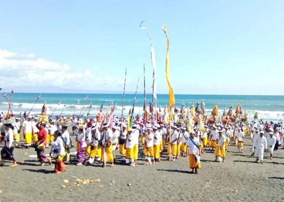 Nusabali.com - upacara-melasti-diikuti-ribuan-krama