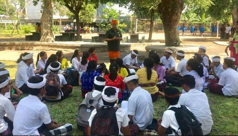 www.nusabali.com-siswa-diberikan-outdoor-classroom-day