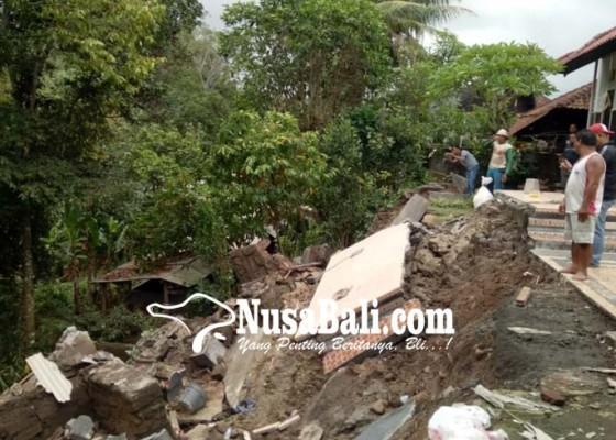 Nusabali.com - hujan-semalaman-tabanan-dikepung-longsor