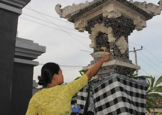 Nusabali.com - heboh-karena-fenomena-colek-pamor-di-buleleng