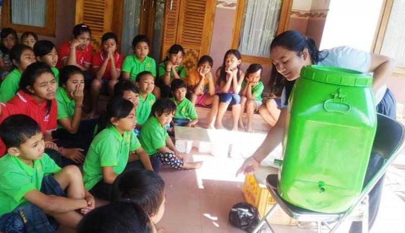 www.nusabali.com-siswa-kelas-minggu-di-padangan-belajar-bikin-pupuk-organik-cair