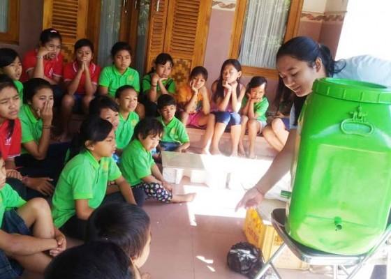 Nusabali.com - siswa-kelas-minggu-di-padangan-belajar-bikin-pupuk-organik-cair