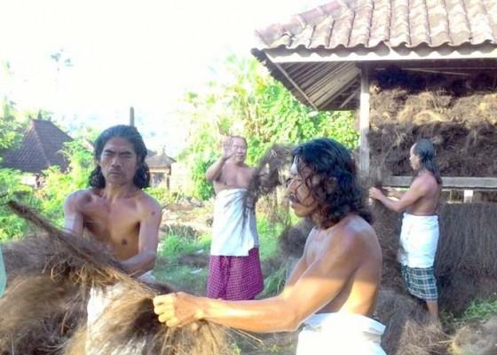 Nusabali.com - jelang-usaba-dangsil-manusia-sakti-ngayah