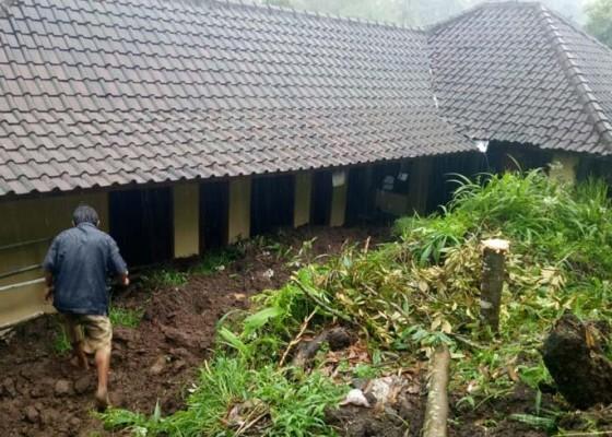 Nusabali.com - pupuan-dikepung-longsor-satu-desa-terisolasi