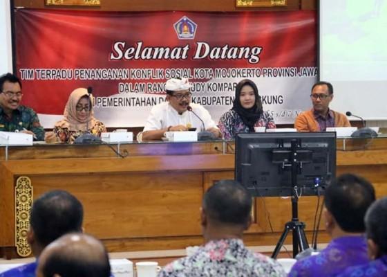 Nusabali.com - pemkot-mojokerto-belajar-tangani-konflik-sosial-di-klungkung
