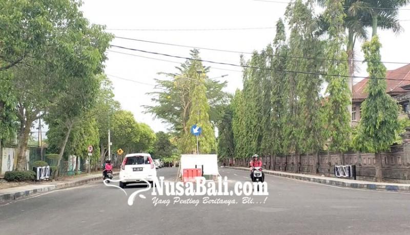 www.nusabali.com-cegah-balapan-liar-jalan-dipasang-portal