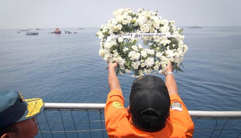 www.nusabali.com-doa-bersama-dan-tabur-bunga-jatuhnya-pesawat-lion-air-jt-610