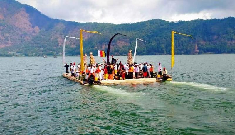 www.nusabali.com-ribuan-krama-hadiri-karya-agung-danu-kertih
