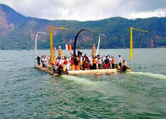 Nusabali.com - ribuan-krama-hadiri-karya-agung-danu-kertih