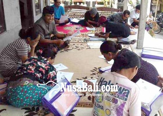 Nusabali.com - lokasi-ujian-buta-aksara-di-balai-banjar-hingga-teras-rumah