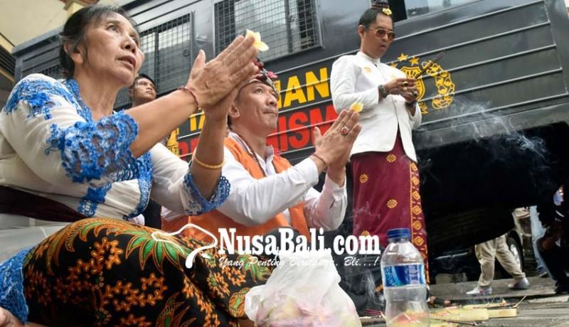 www.nusabali.com-jalani-sidang-perdana-ismaya-tolak-dakwaan-jpu