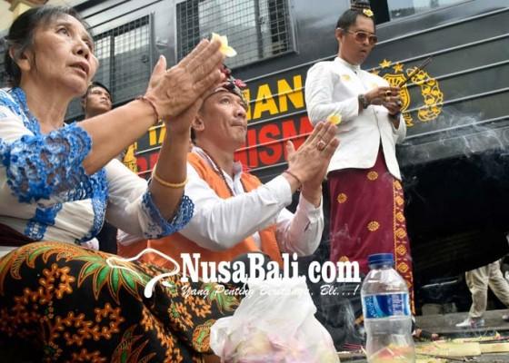 Nusabali.com - jalani-sidang-perdana-ismaya-tolak-dakwaan-jpu