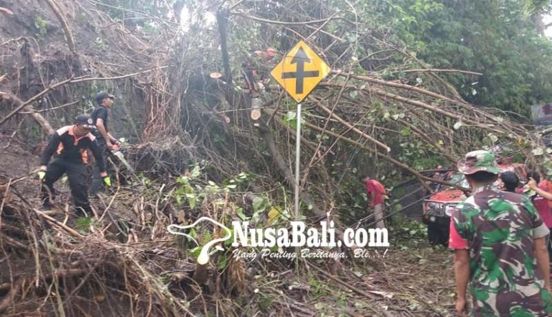 www.nusabali.com-longsor-tutup-jalan-banjarangkan-gianyar