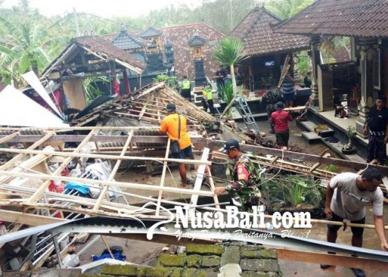 Nusabali.com - diguyur-hujan-dapur-rata-tanah