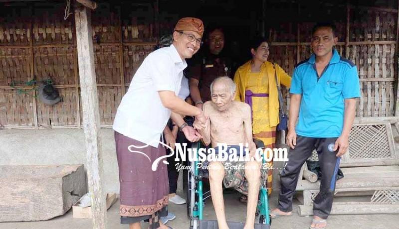 www.nusabali.com-ketua-dewan-salurkan-7-kursi-roda