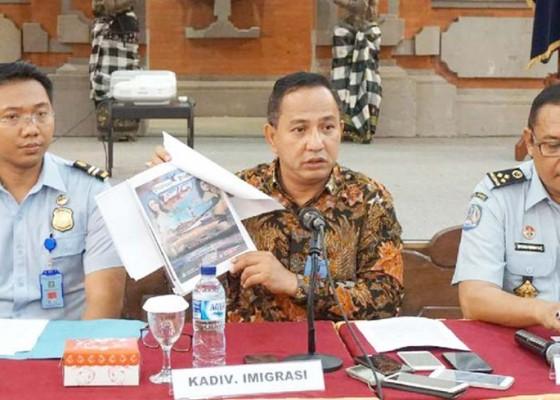 Nusabali.com - petugas-imigrasi-menyamar-dengan-beli-tiket-party-maria-ozawa