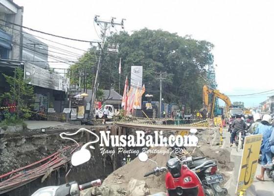Nusabali.com - musim-hujan-galian-pelebaran-jalan-dikebut