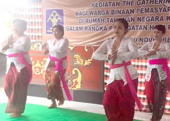 Nusabali.com - septyan-parmadani-menari-puspanjali-di-rutan-gianyar