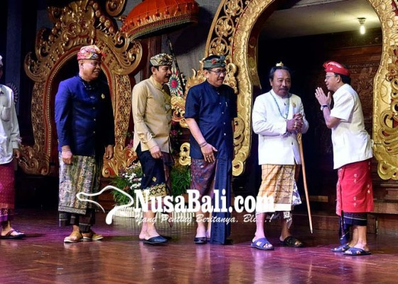 Nusabali.com - gubernur-ajak-trah-dhalem-satukan-pemikiran-nangun-sat-kerthi-lokha-bali