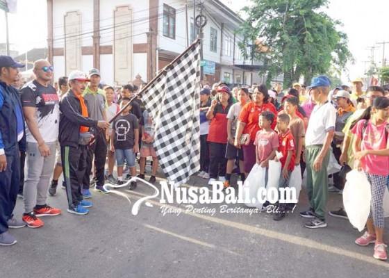 Nusabali.com - de-gadjah-pimpin-warga-pungut-sampah-plastik