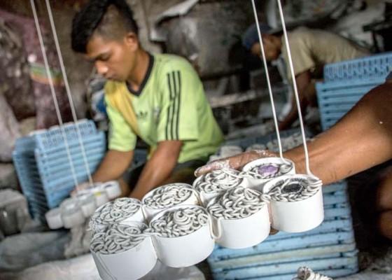 Nusabali.com - produksi-kerupuk-menurun