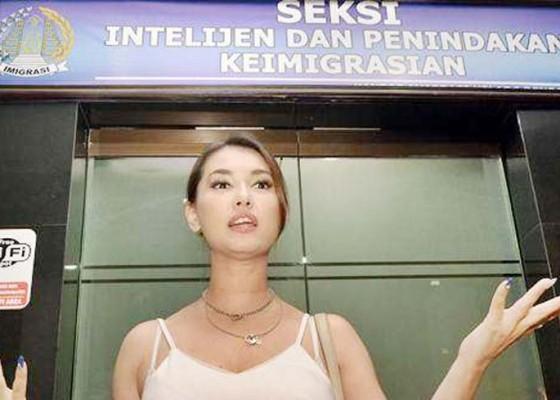 Nusabali.com - miyabi-tunggu-oknum-imigrasi-minta-maaf